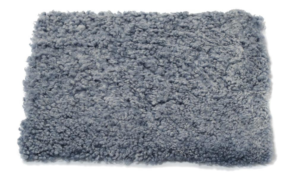 Image of   Krøllet, firkantet stolehynde i fåreskind - lysegrå