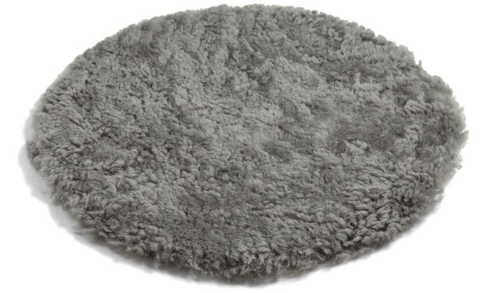 Image of   Krøllet rund stolehynde i fåreskind - naturgrå
